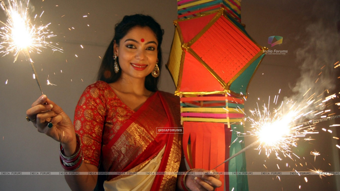 Anangsha Biswas special photo shoot of Diwali celebrations with fire crackers in Mumbai (239066) size:1366x768