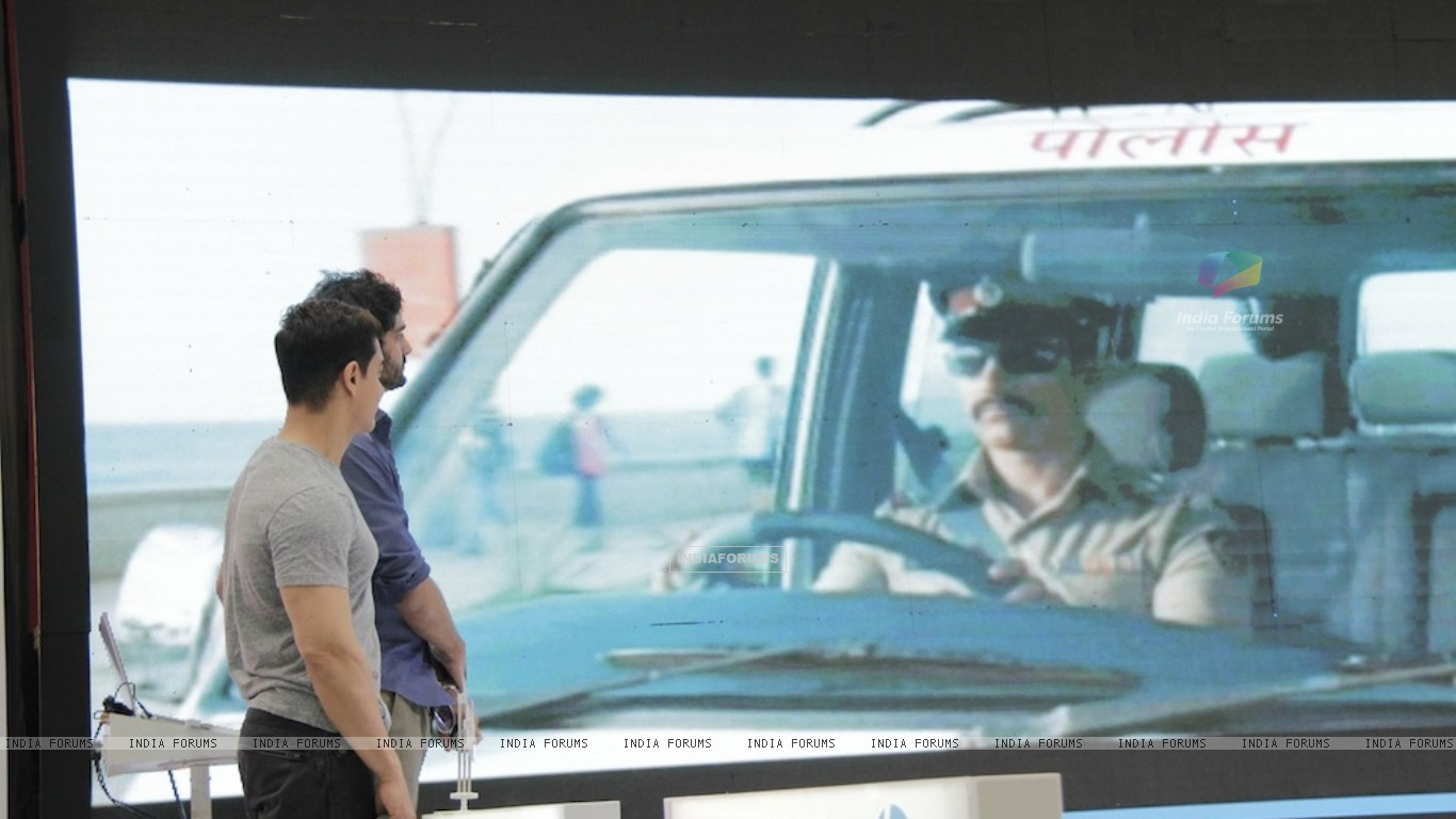 Aamir Khan promotes film Talaash with Microsoft Windows 8 (239089) size:1366x768