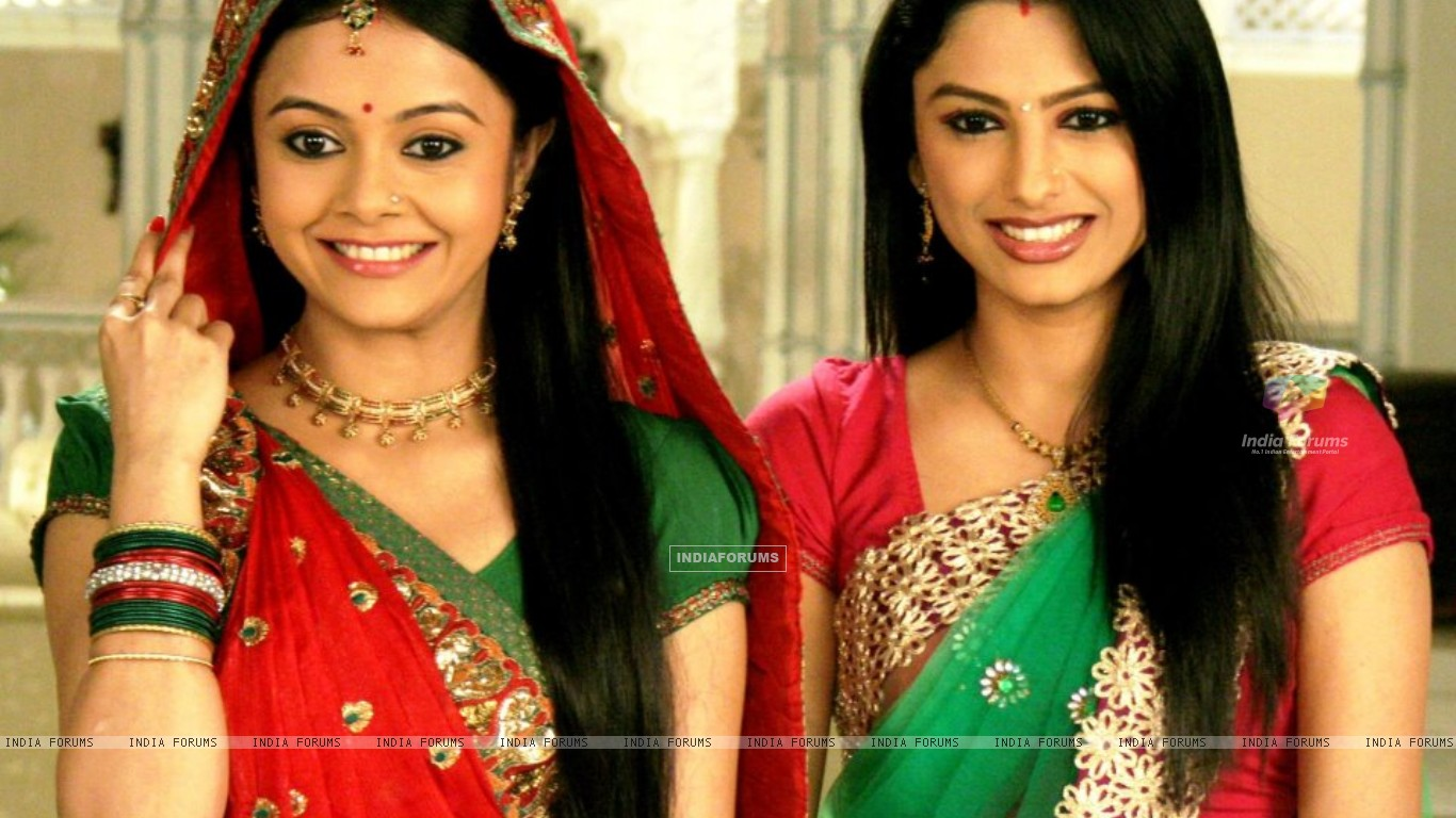 Devoleena and Rucha in Saath nibhana saathiya (239132) size:1366x768