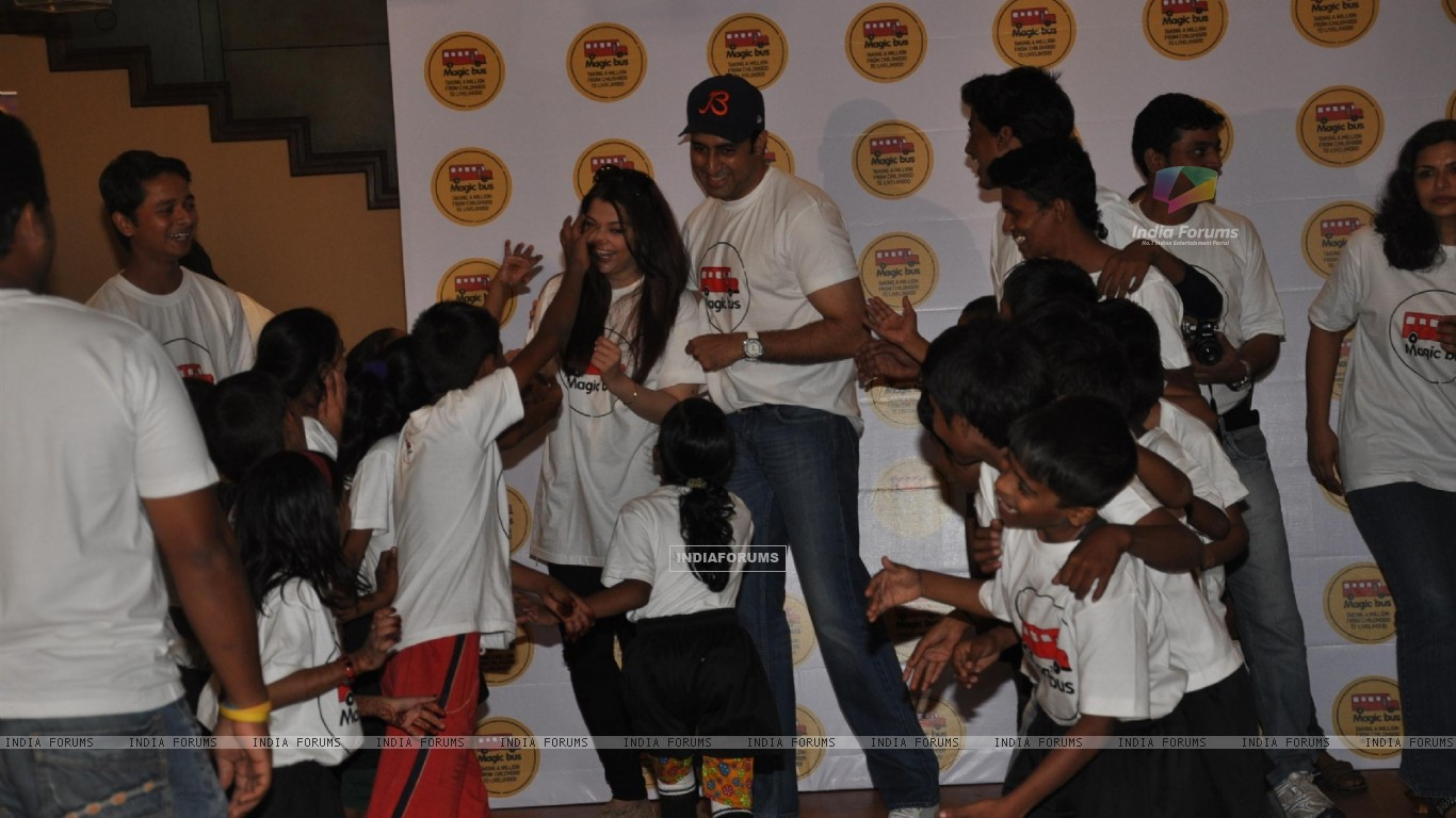Abhishek, Aishwarya Bachchan At Magic Bus Event (239616) size:1366x768