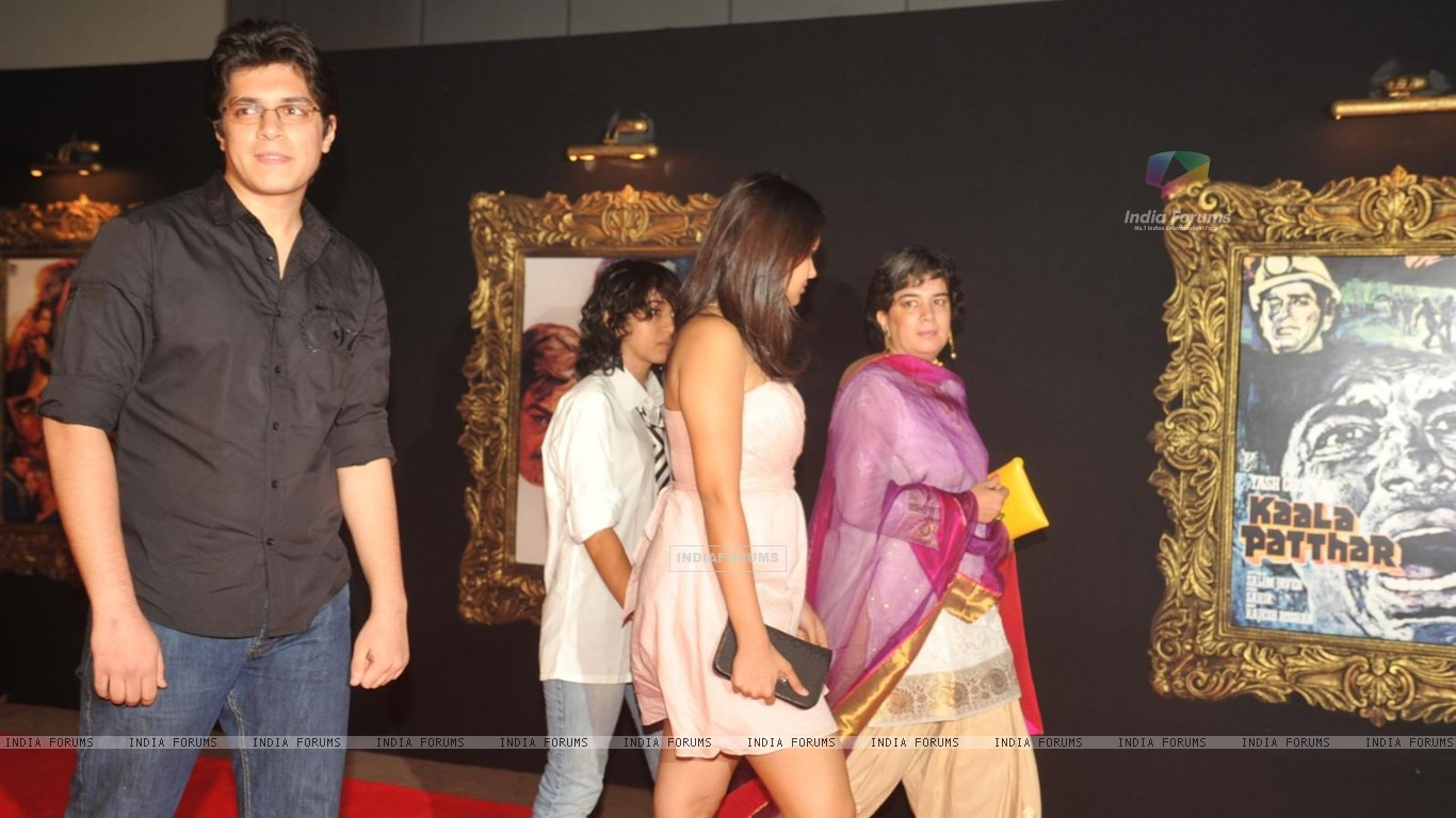 Red Carpet for premier of film Jab Tak Hai Jaan (239704) size:1366x768