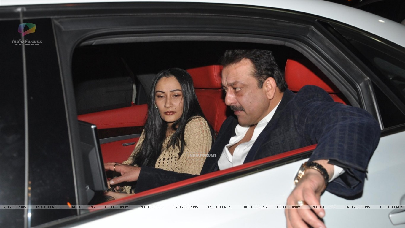 Sanjay Dutt and Manyata Dutt visits David Dhawan at Lilavati Hospital (249923) size:1366x768