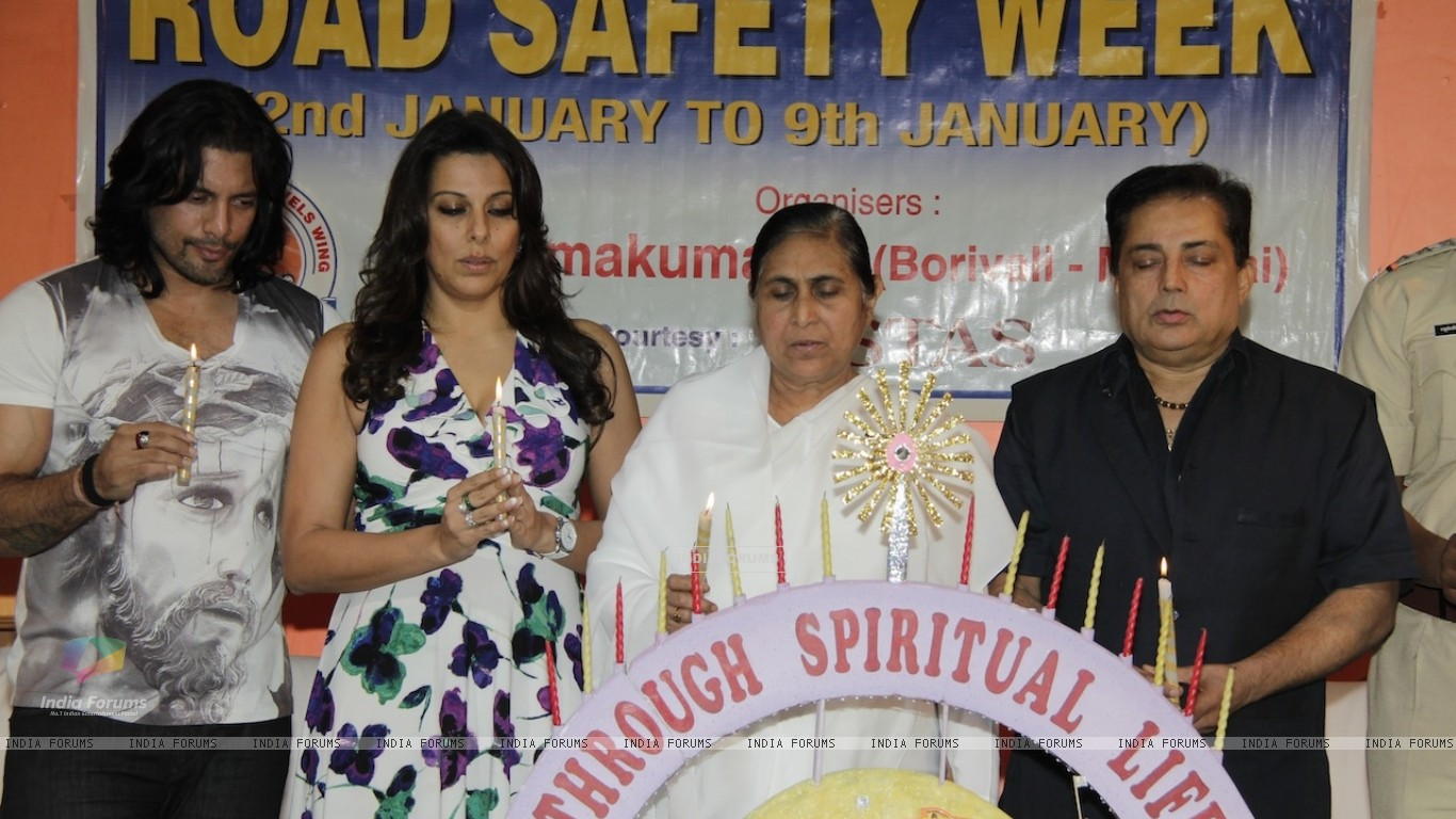 Road Safety Campaign Launch by Pooja Bedi at Bramhakumaris Borv east (249975) size:1366x768