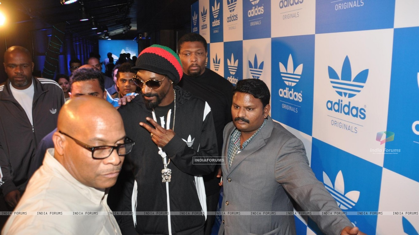 Rap Singer Snoop Dogg Party (252349) size:1366x768