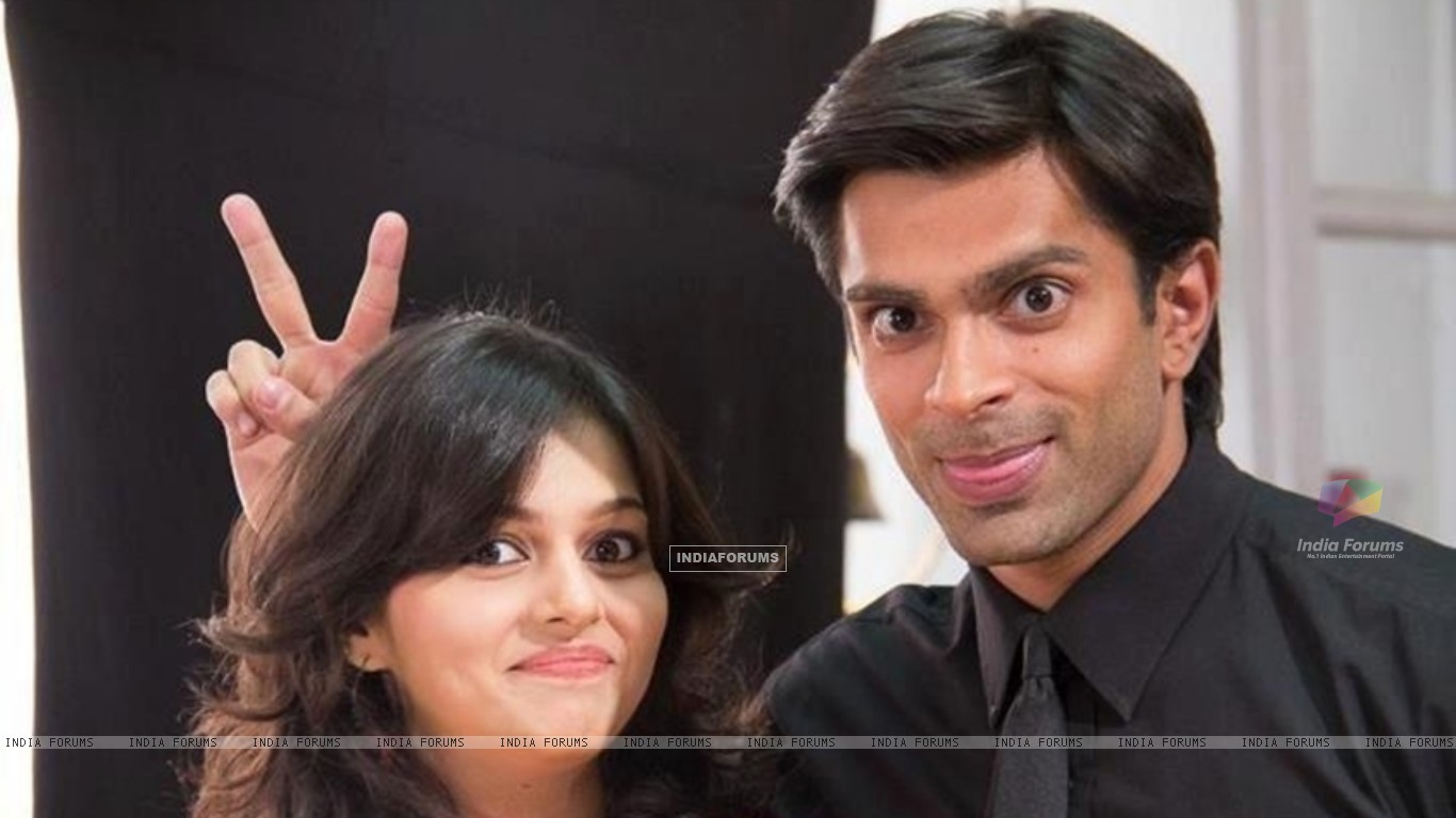 Asad and Najma (253053) size:1366x768