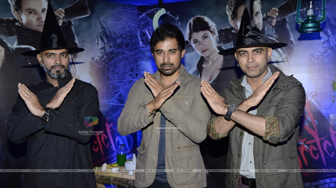 Bollywood actor Rannvijay Singh with Creative Head of Entertainment Colosceum Rajiv Lakshman and Senior Supervising Producer MTV Raghu Ram at the screening of 3D film Hansel and Gretel in PVR Juhu, Mumbai on Wednesday, January 30th, evening. (257233) size:1366x768