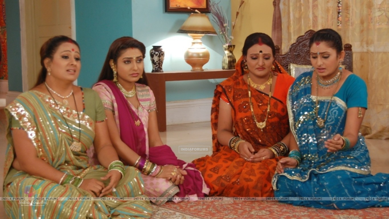 Manjula, Jalpa, Alpa and Rajeshwari looking sad (32802) size:1366x768