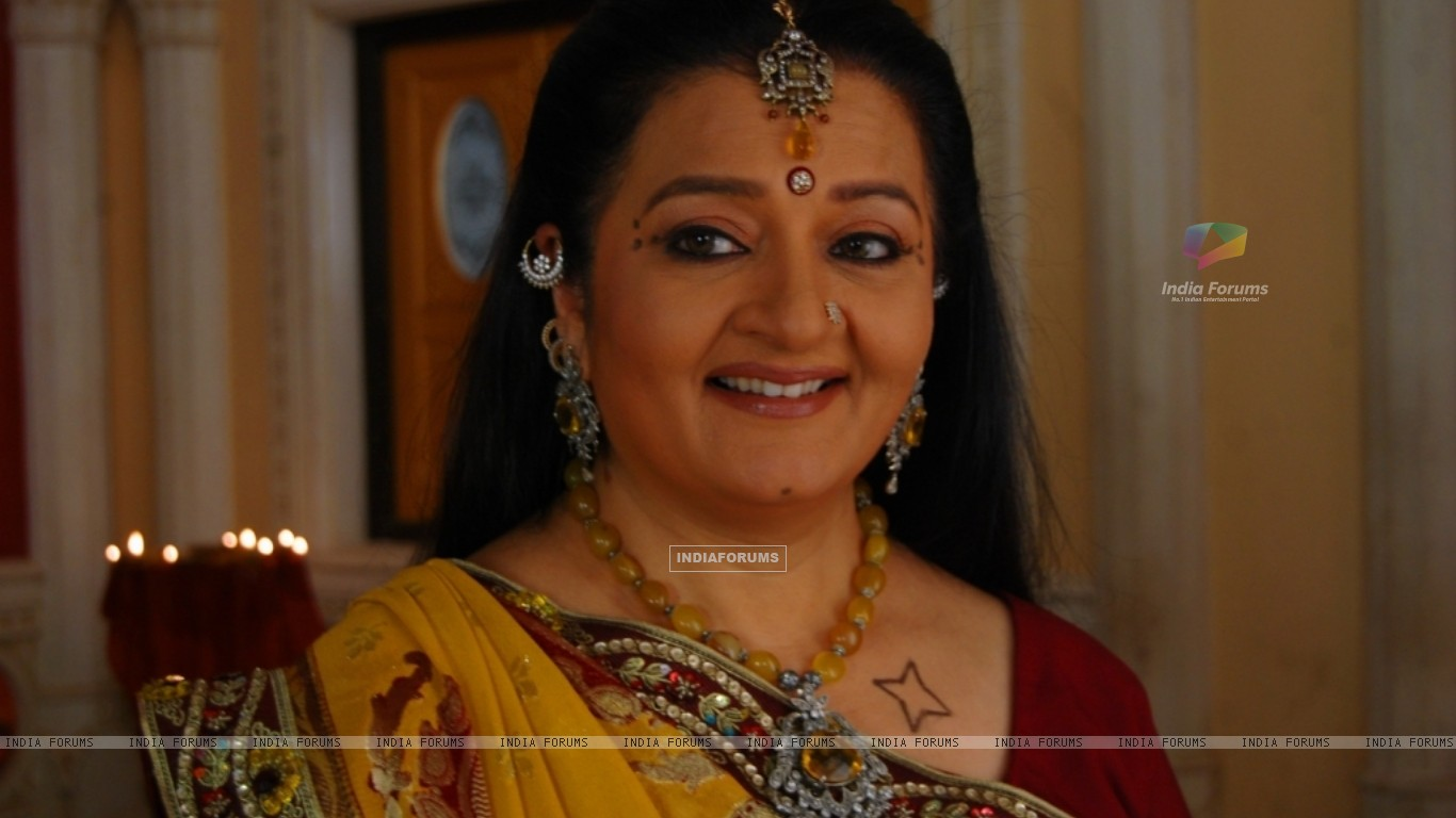 A still image of Apra mehta as Jhumki Bua (33480) size:1366x768