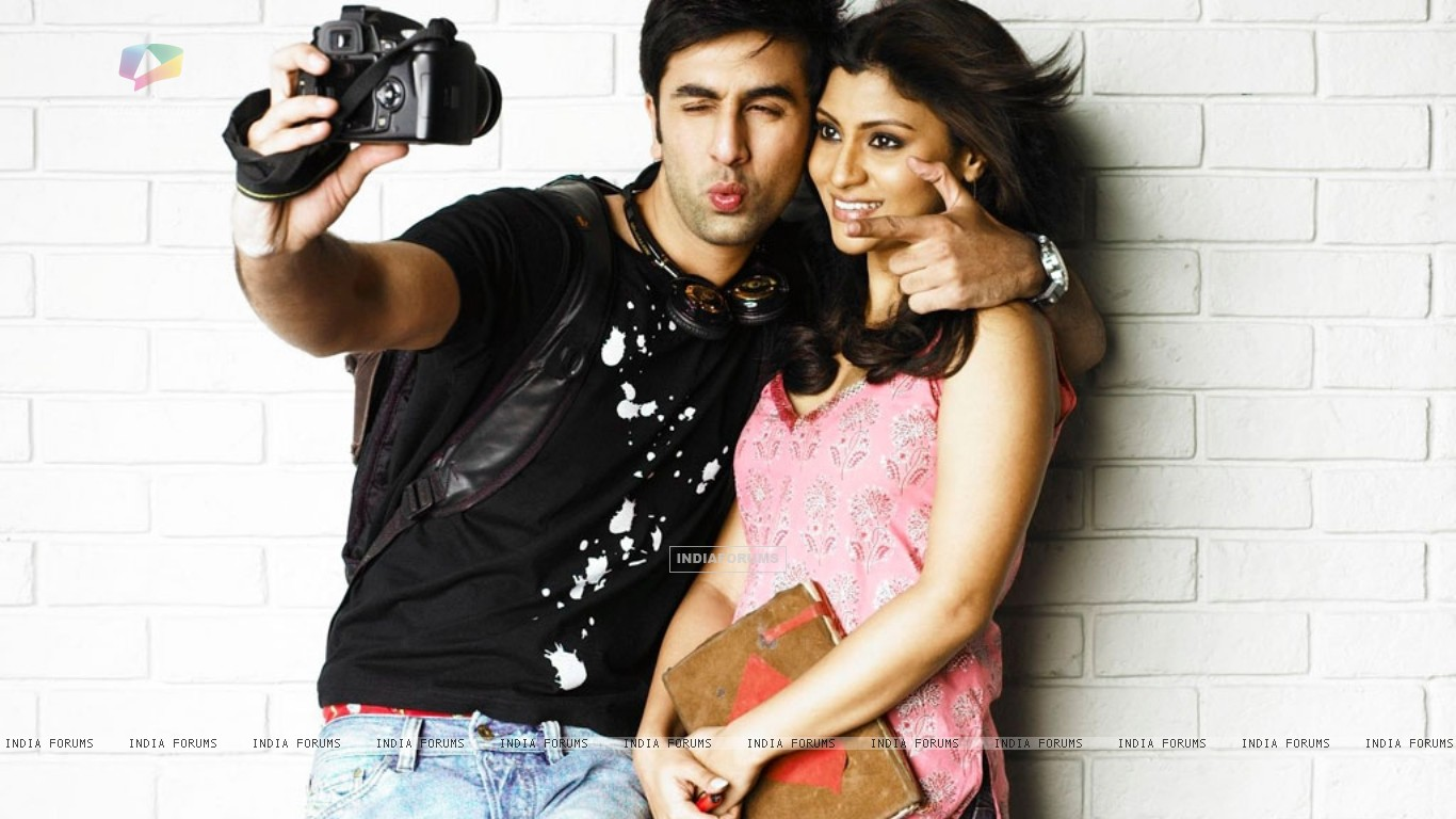 Ranbir Kapoor and Konkona Sen looking gorgeous (37873) size:1366x768