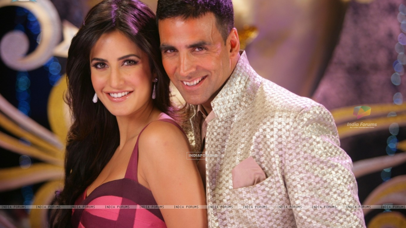 Lovable scene of Akshay and Katrina (39250) size:1366x768