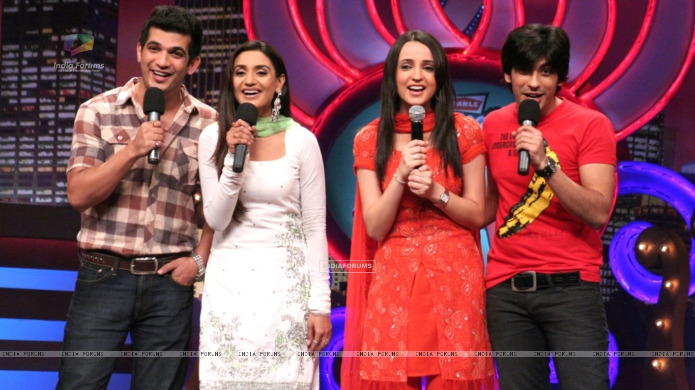 Miley Jab Hum Tum cast in Laughter Ke Phatke show (41418) size:1366x768