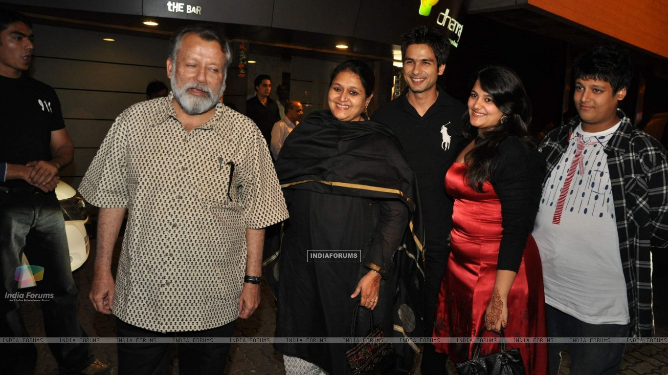 Bollywood actor Pankaj Kapoor at Shahid Kapoor''s suprise birthday bash at Escobar (85338) size:1366x768