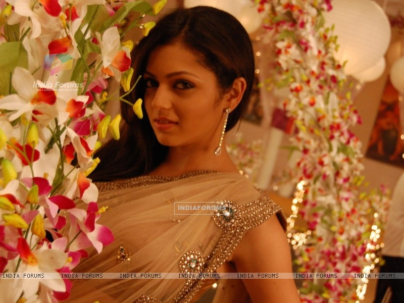 Drashti Dhami as Geet - Wallpaper (Size:800x600)