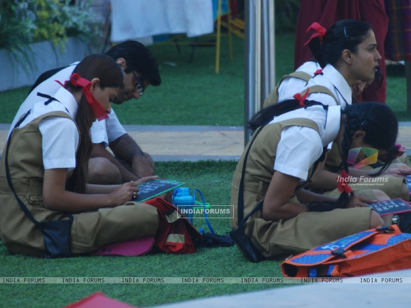 Housemates studying in Bigg Boss 4 house (110241) size:800x600