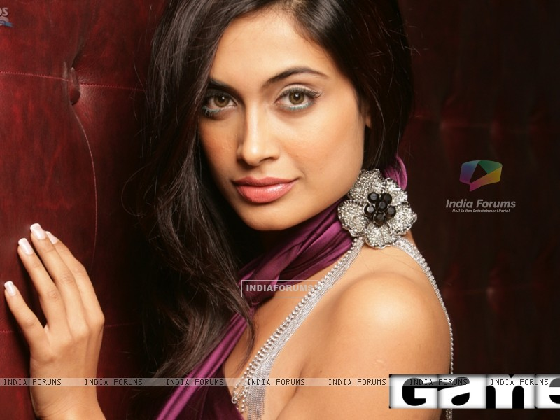 Sarah Jane Dias as Maya in the movie Game(2011) (112711) size:800x600
