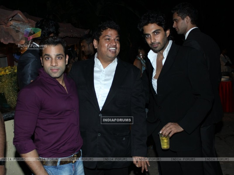 Abhishek Avasthi at B'day party of fashion choreographer Shakir Shaikh at Mud Island,Mumbai (113668) size:800x600