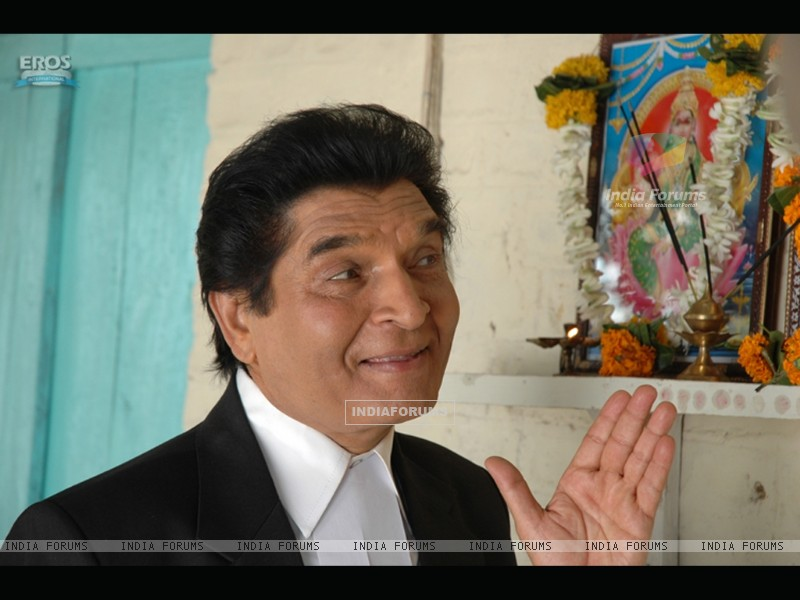 Asrani talking to God image (11765) size:800x600