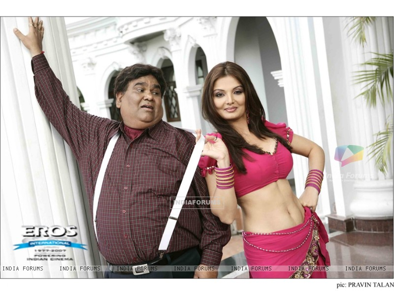 Deepshika and Satish Kaushik in Dhoom Dadakka (11801) size:800x600