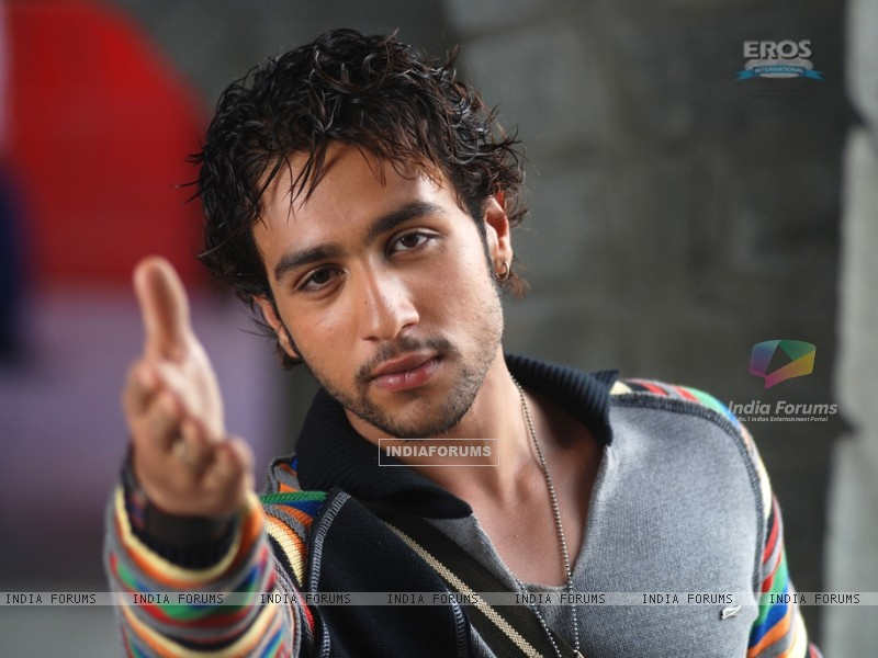 Adhyayan Suman looking smart (11921) size:800x600