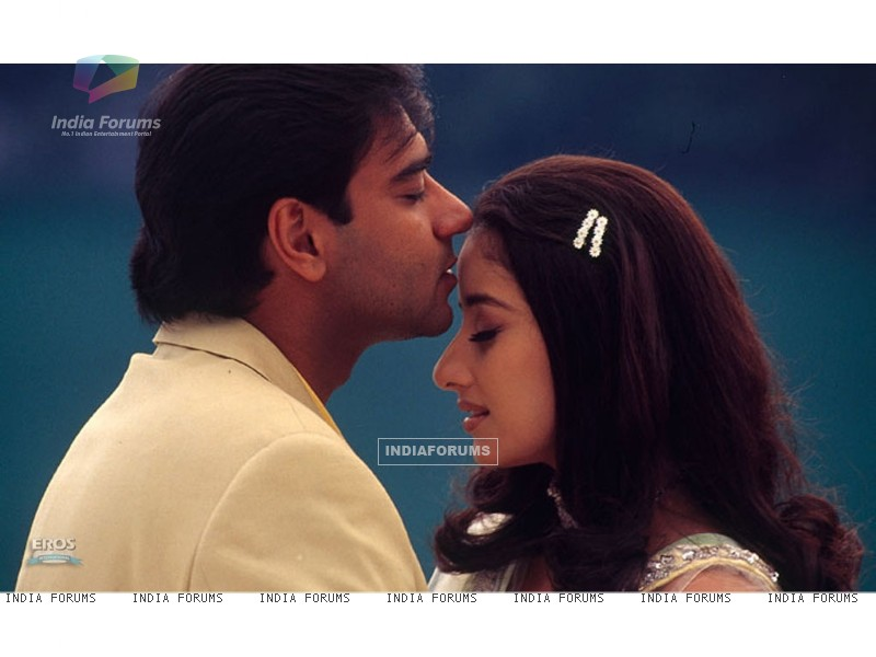 Romantic scene of Ajay and Manisha (12099) size:800x600