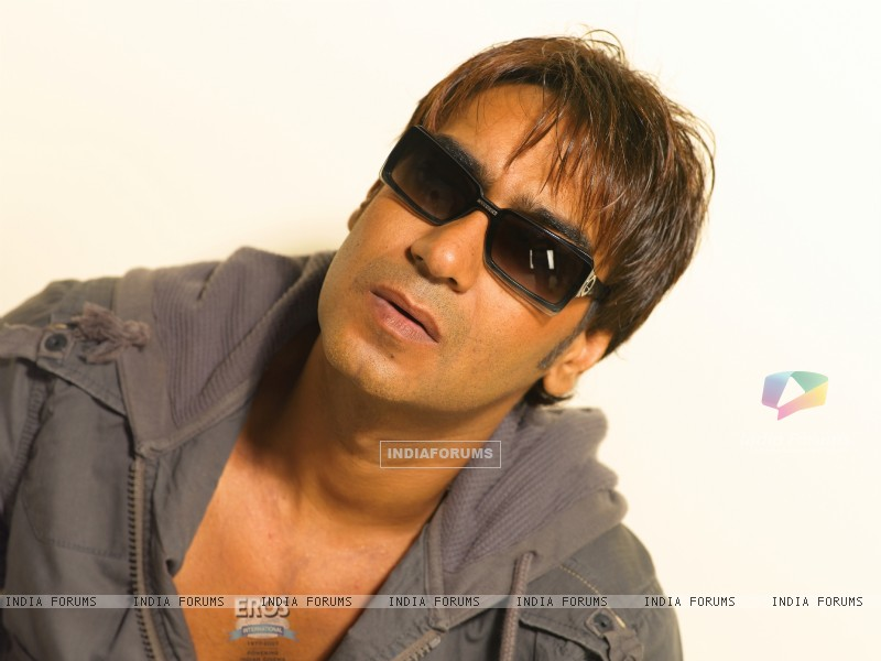 Ajay Devgan looking handsome (12169) size:800x600