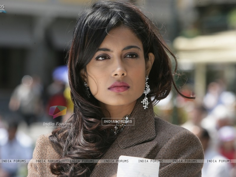 Sarah Jane Dias as Maya in the movie Game(2011) (122526) size:800x600