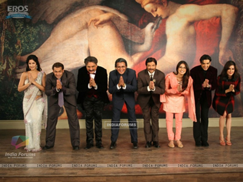 All cast of yuvraaj bending their head (12320) size:800x600