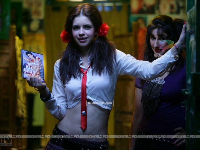 Kalki Koechlin with a CD box (12444) size:800x600