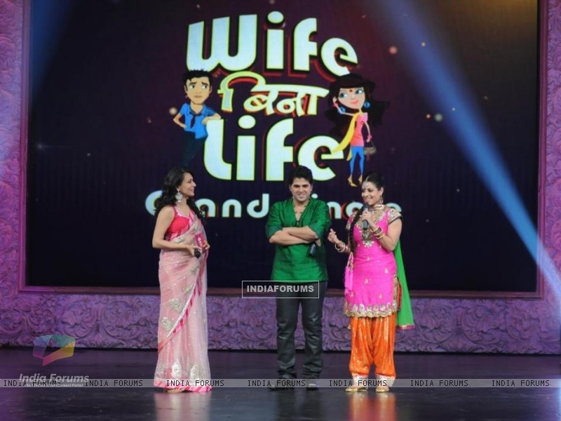 Bhaktiyaar and Tanaaz with Mini Mathur in Grand Finale of Wife Bina Life (124977) size:800x600