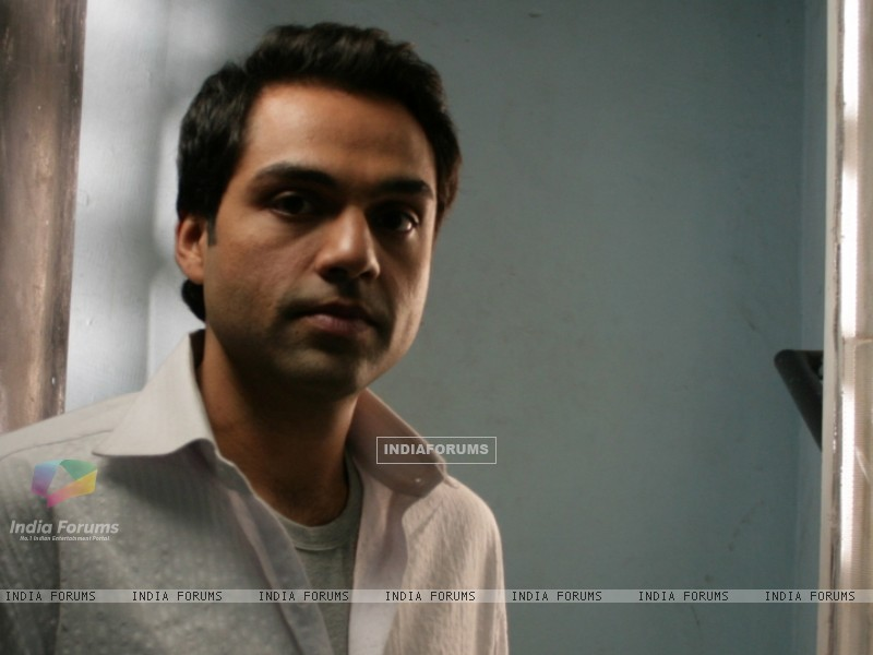 Abhay Deol looking tensed (12645) size:800x600