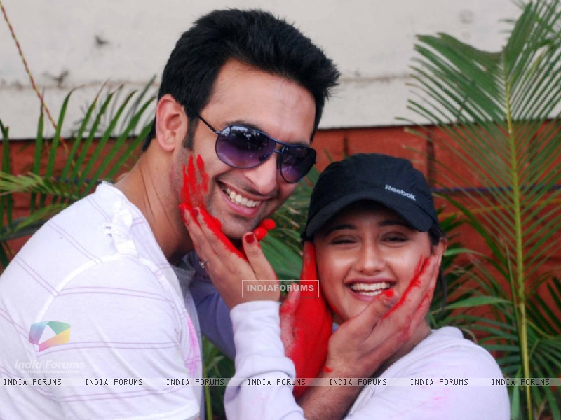 Nandish Sandhu & Rashmi Desai at Zoom Holi Party in Tulip star (126824) size:800x600