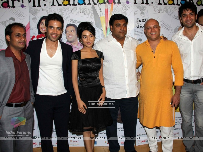 Tusshar Kapoor and Amrita Rao at 'Love U... Mr. Kalakaar!' movie screening (134377) size:800x600