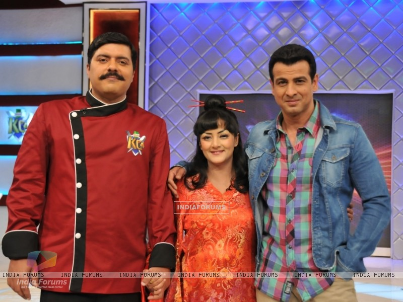 Chef Gauti, Ronit Roy and Smita Singh at the launch of Kitchen Champion (135167) size:800x600