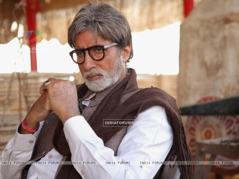 Amitabh in the movie Aarakshan (147074) size:800x600