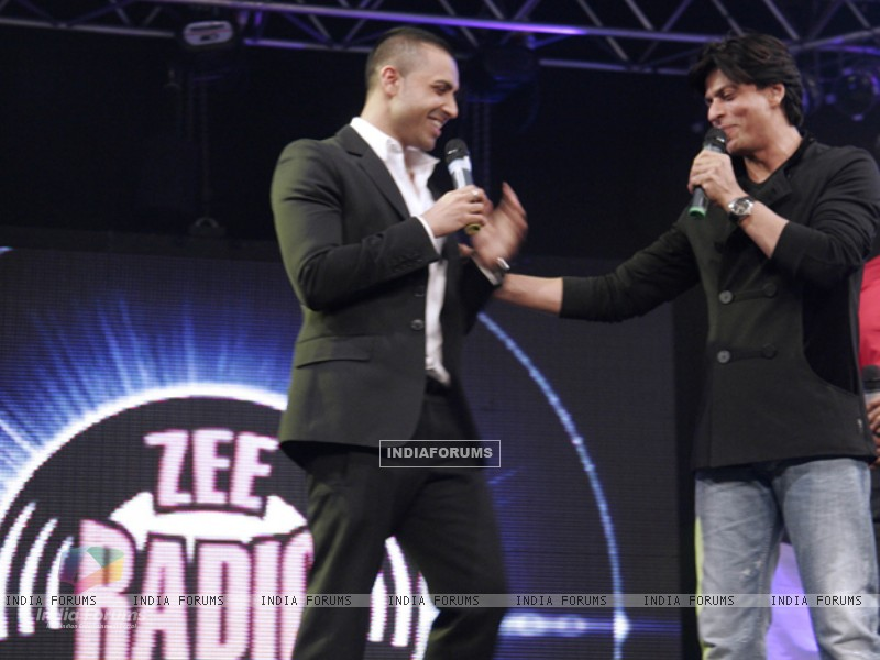 Jay Sean and Shahrukh Khan shares the stage-launch of Zee Radio (149021) size:800x600
