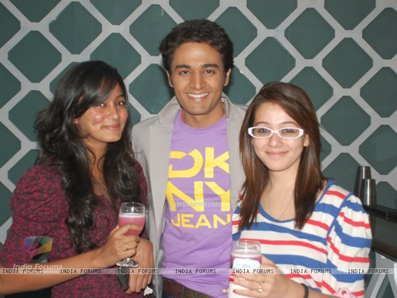 Gaurav Khanna with Priyal Gor on his b'day party (151918) size:800x600