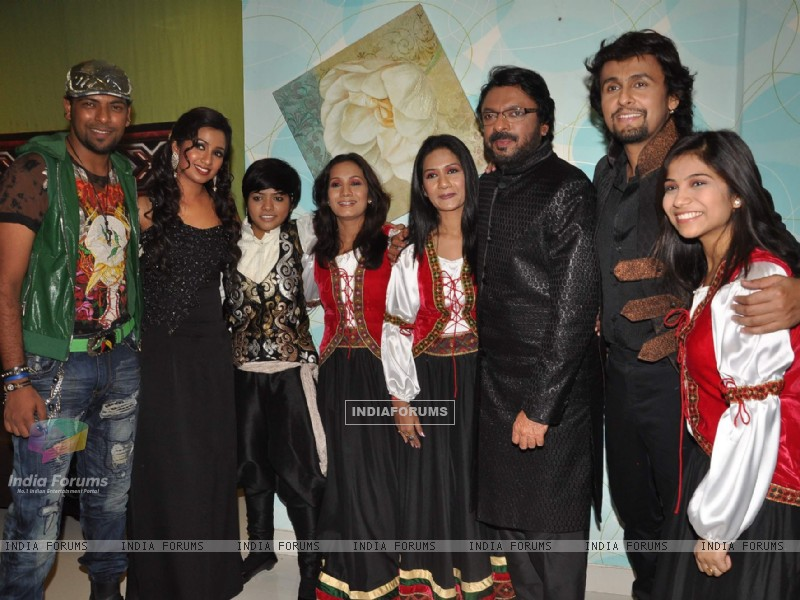 Shreya Ghoshal, Sonu Nigam and Sanjay Leela Bhansali on the sets of X Factor at Filmcity (156628) size:800x600