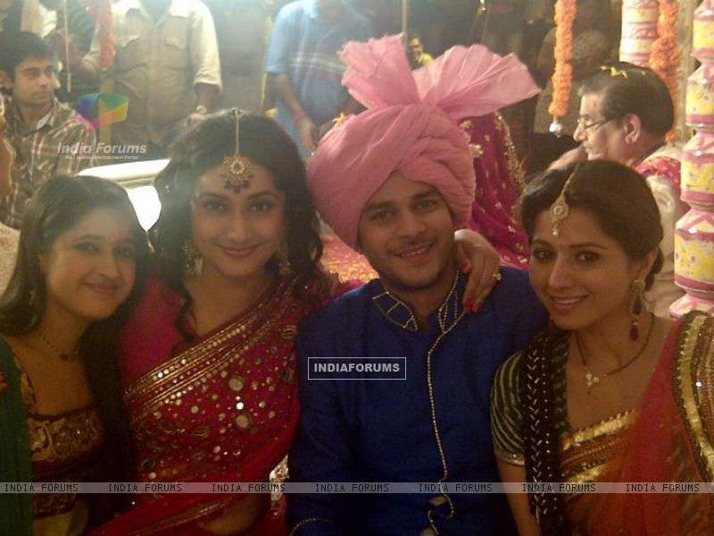 Jay Soni, Neha Narang, Ragini Khanna and Ridheema Tiwari on the sets of Sasural Genda Phool (160872) size:800x600
