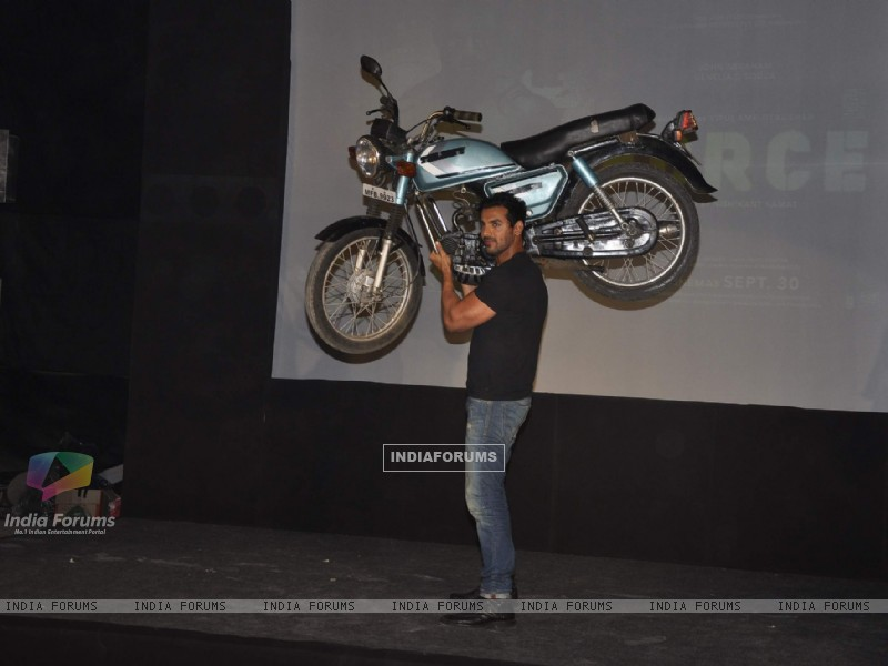 John Abraham lifts a bike at Force promotions in Mehboob, Mumbai (161342) size:800x600