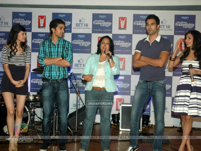 Cast and Crew at Mujhse Fraaandship Karoge music showcase at Yashraj Studios (161423) size:800x600