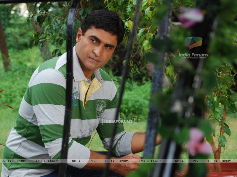 Mohnish Behl as Dr. Ashutosh in Kuch Toh Log Kahenge (162977) size:800x600