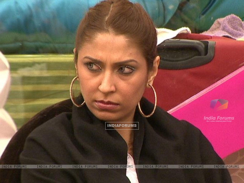 Pooja Misrra pissed off in Bigg Boss Season 5 (162984) size:800x600