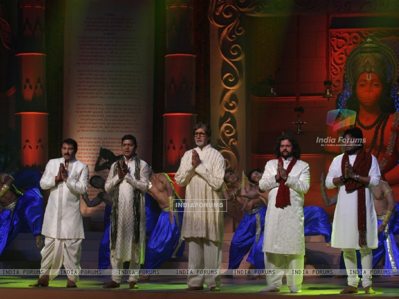 Amitabh, Manoj Tiwari, Aadesh and more performs during the launch of album 'Shri Hanuman Chalisa' (163223) size:800x600