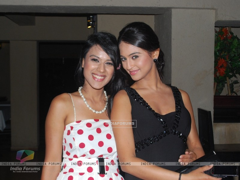 Nia Sharma and Krystle Dsouza at launch party of their show Ek Hazaaron Mein Meri Behna Hain (163396) size:800x600