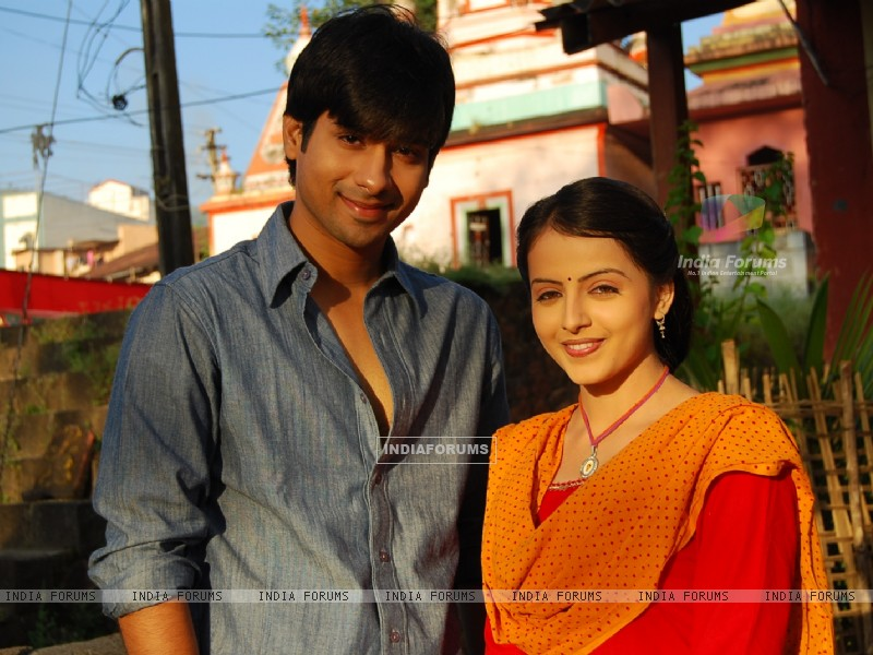 Still image of Aastha and Atharva (163585) size:800x600