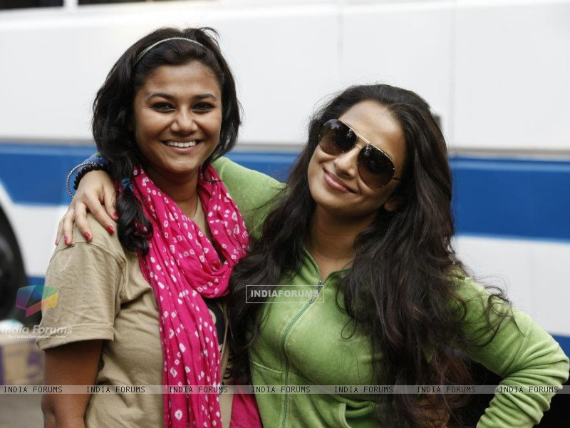 Vidya behind scenes of The Dirty Picture (168641) size:800x600