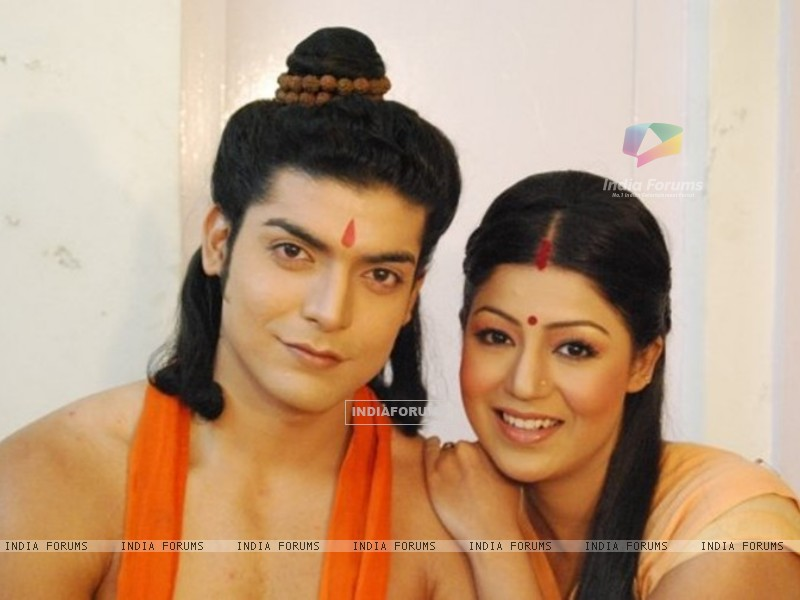 Gurmeet & Debina during shooting of Ramayan (169611) size:800x600