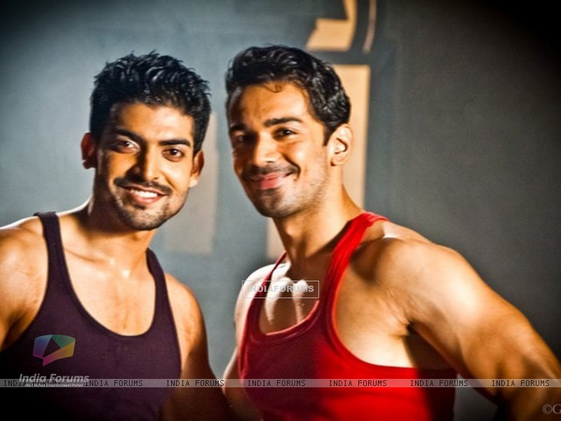 Gurmeet & Abhinav on the sets of Geet (170125) size:800x600
