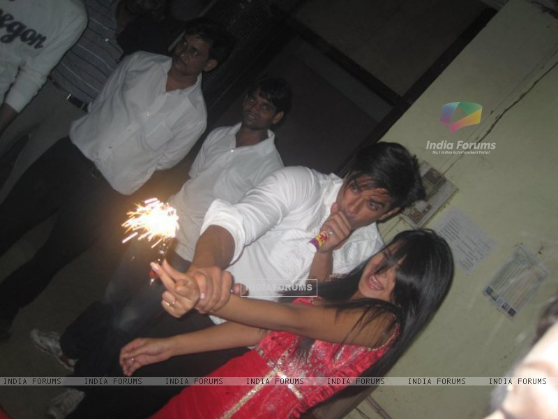 Karan Singh Grover & Jennifer Winget on Dill Mill Gayye set at last day of shoot (170491) size:800x600