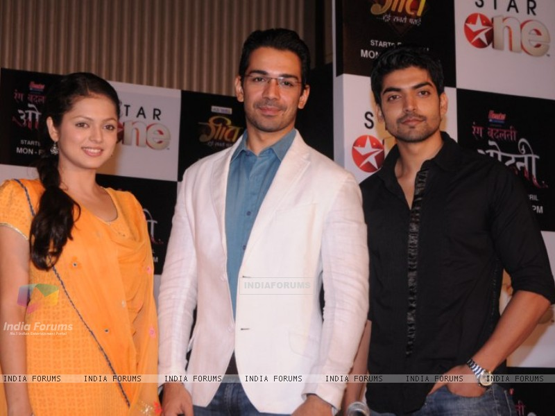 Drashti, Gurmeet and Abhinav at press conference of Geet (171753) size:800x600